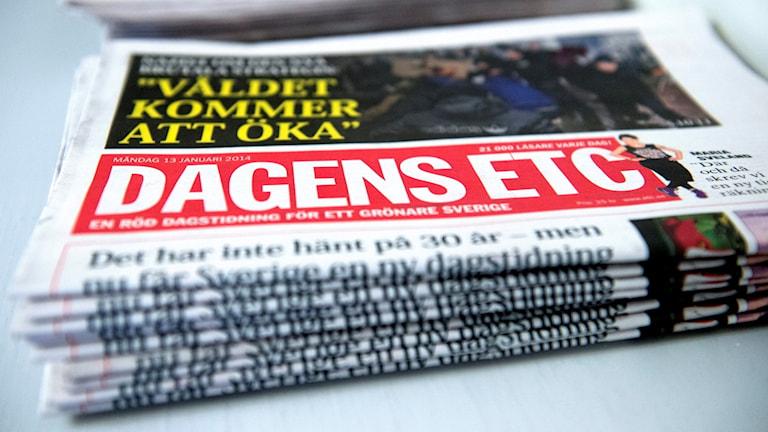 En hög av ETC-tidningar.