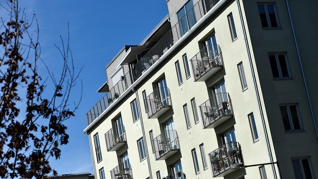 Högre avgift för bostadsrättsföreningar för att hyran på tomten höjs