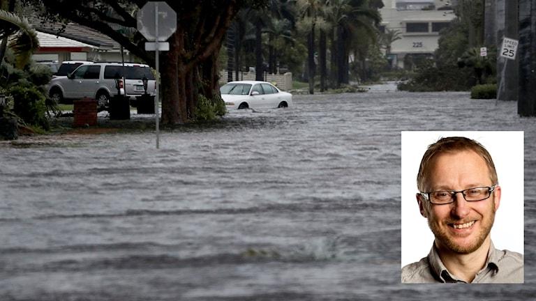 Infälld bild på Bengt Johansson i större bild med översvämning i Florida