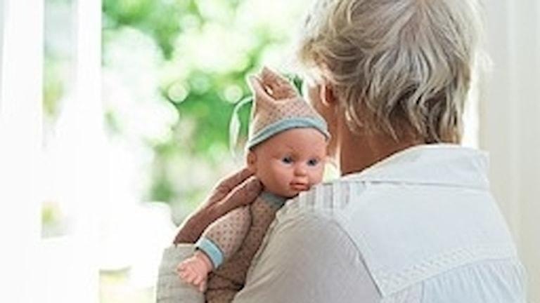 Anhöriga till demenssjuka får ta ett stort ansvar