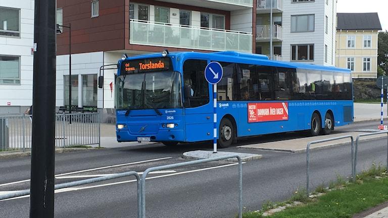 Buss gul express i Sannegårdshamnen