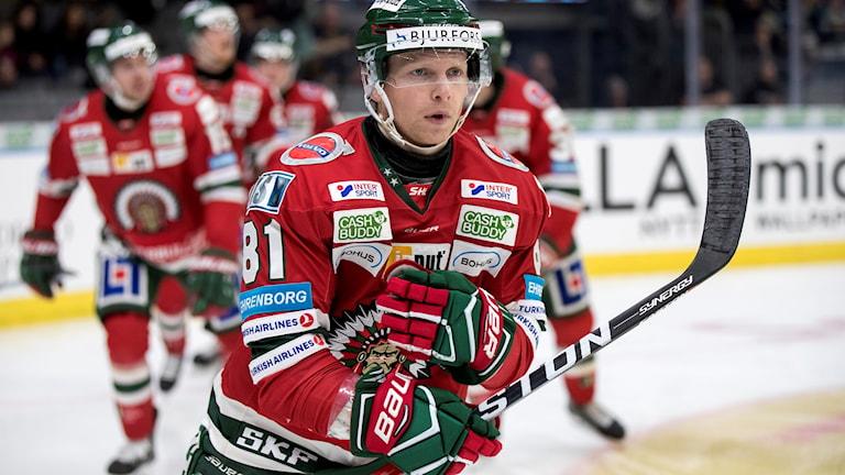 Ryan Lasch, hoyckespelare för Frölunda på isen under tisdagens match.