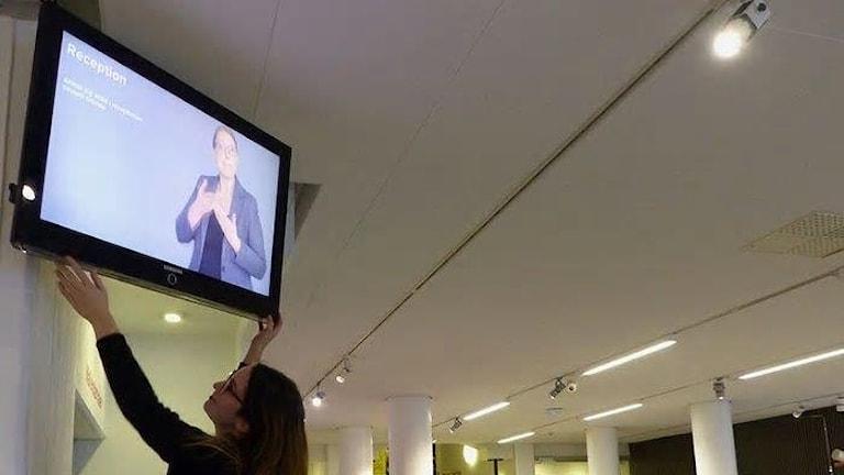 Stadsmuseet i Göteborg visar besöksinformation som teckenspråkstolkas.