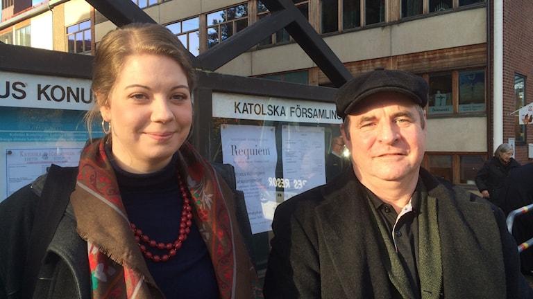 Birgitta Gelotte och Mark Bradshaw i församlingskören utan Katolska kyrkan i Göteborg.