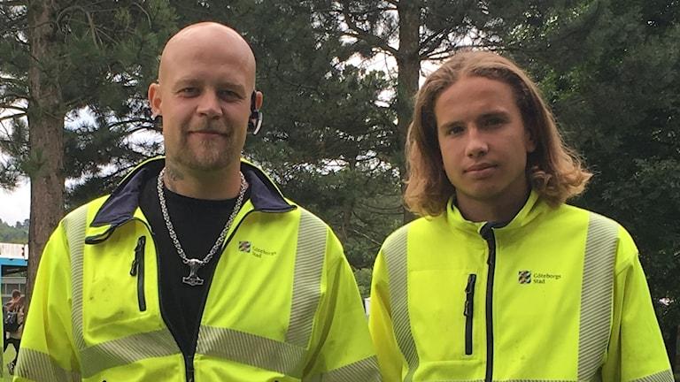Roger Asplund och Christoffer Wrede arbetar som gaturenhållare i Göteborg.