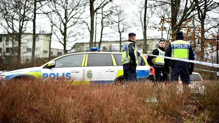 Polisbil på brottsplats i Mölnlycke