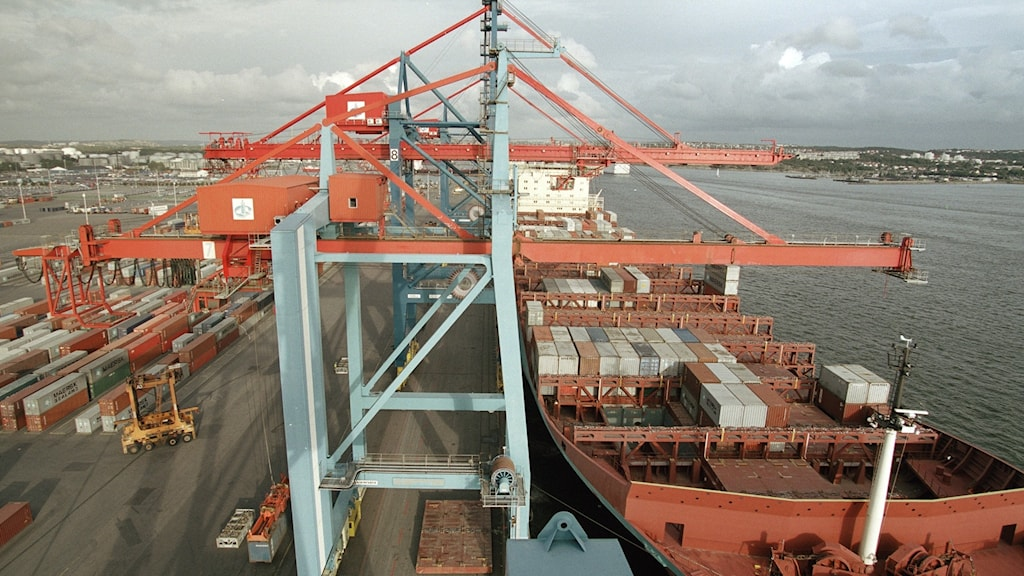 Containerfartyg i hamnen