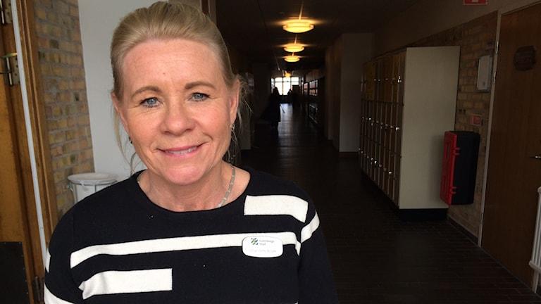 Göteborgs stad är ute på Katrinelundsgymnasiet för att få fånga upp eleevrna som blir klarar undersköterskor till sommaren. Via så kallade Roadshows visar Göteborgs stad upp sig och söker den vägen få tag på kompetensen.
