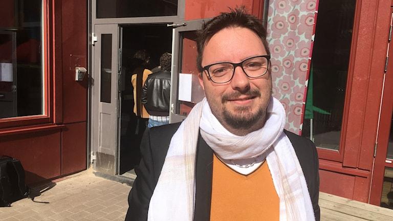 Jean-Charles Languilaire, fransk väljare i presidentvalet ,utanför vallokalen i Göteborg