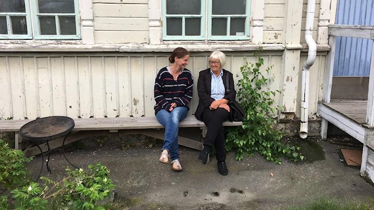 Johanna St Michaels och Berit Jonsvik vid konstnärskollektivet Konstepidemin.