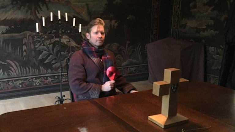Operasångaren Kalle Leander med den röda masken.
