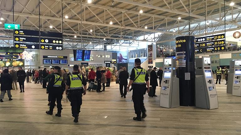 Många poliser på Landvetter flygplats.