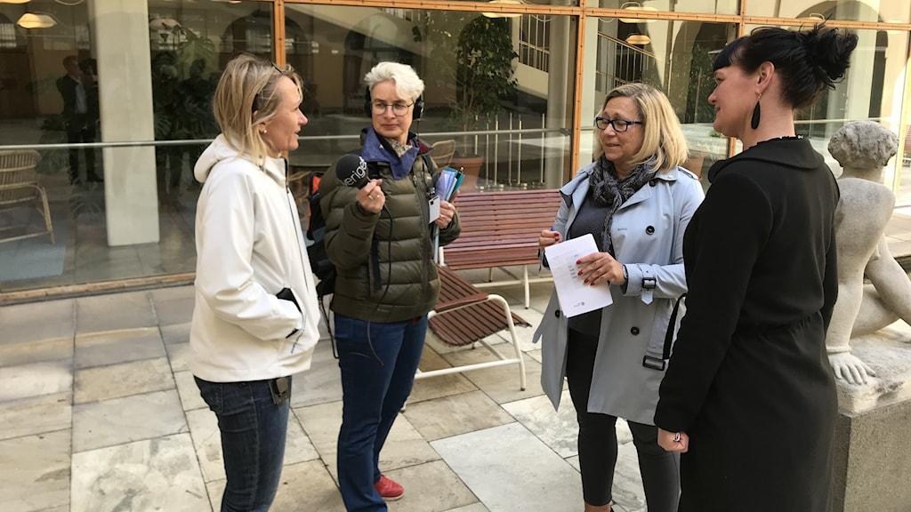 Jessica Blixt, Demokraterna, Helene Odenjung Liberalerna och Jenny Broman, Vänsterpartiet är skolpolitiker i Göteborg.
