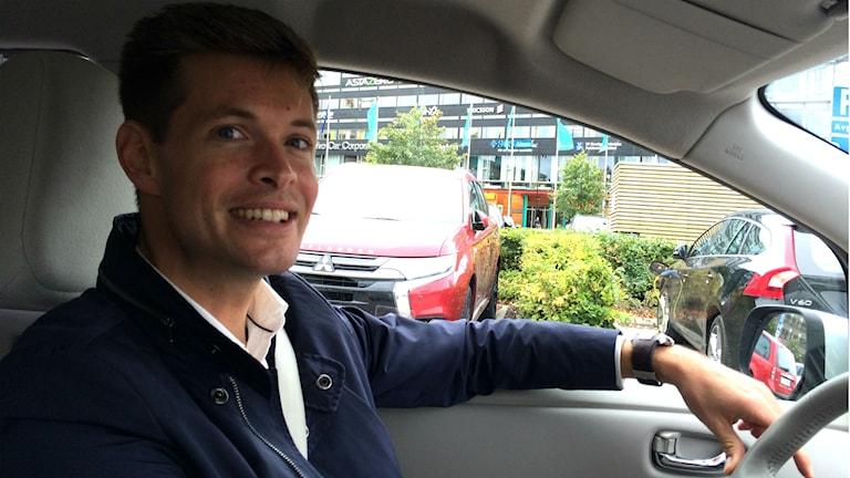 Mikael Kilter kör en av de 20 elbilarna som ingår i Move Abouts bilpool