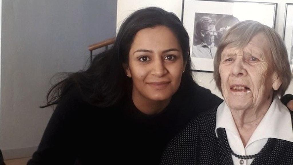 Ung kvinna och äldre kvinna