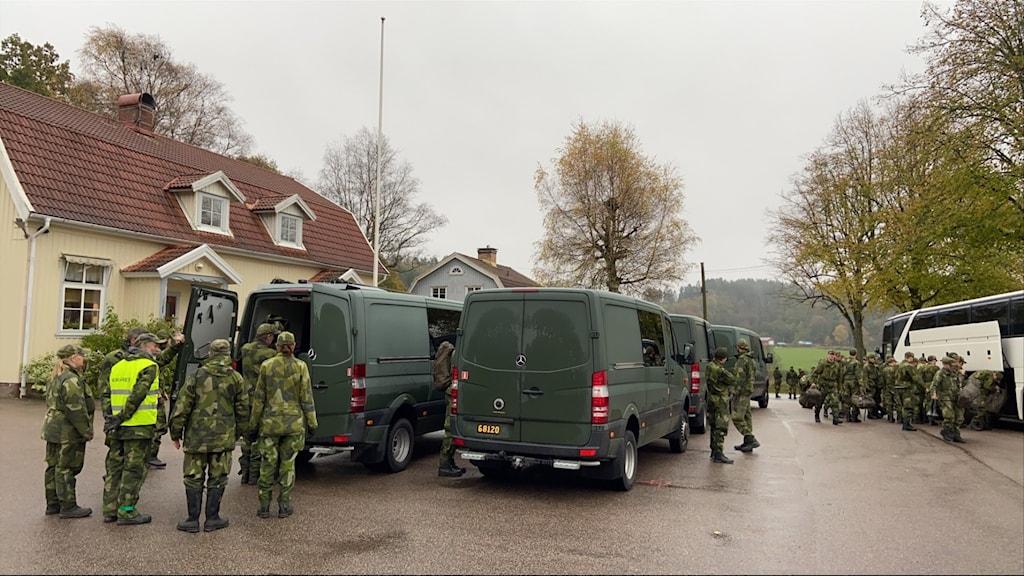 Militära insatser för försvunnen man.
