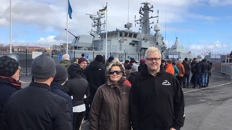 Lång kö för att gå ombord på Marinens fartyg