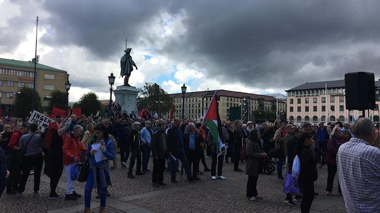 Hundratals demonstrerade mot Aurora 17, försvarsmaktövningen. Foto: Josipa Kesic/Sveriges radio