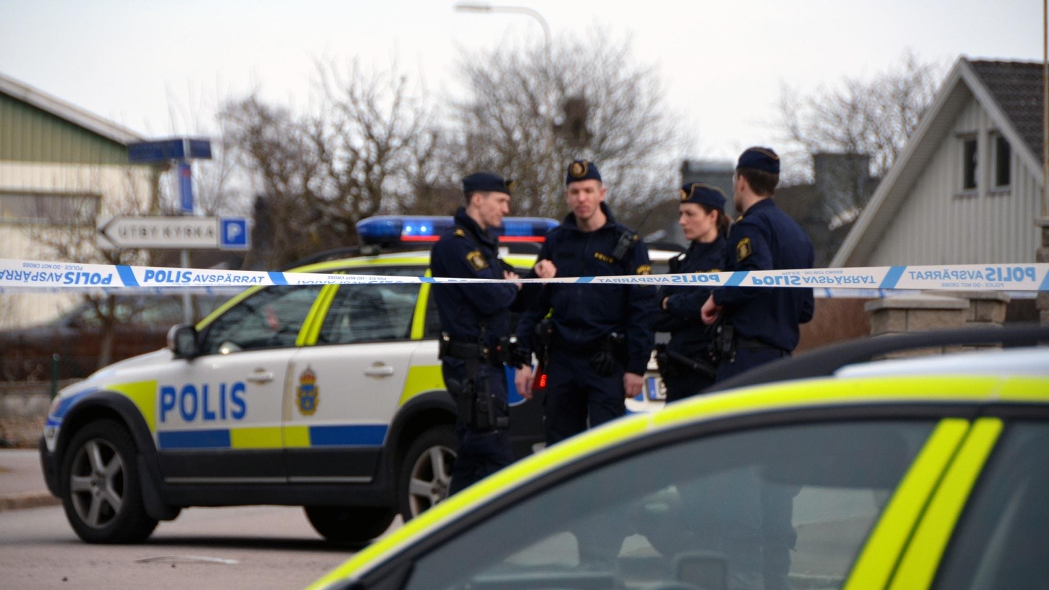 Polisen jagar vapnad ranare