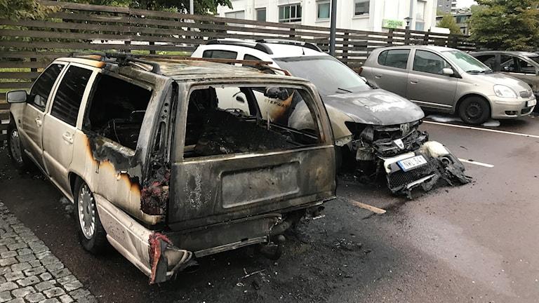 Helt utbrända bilar i Frölunda.