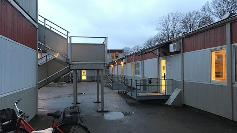 Tillfälliga skolbyggnader.