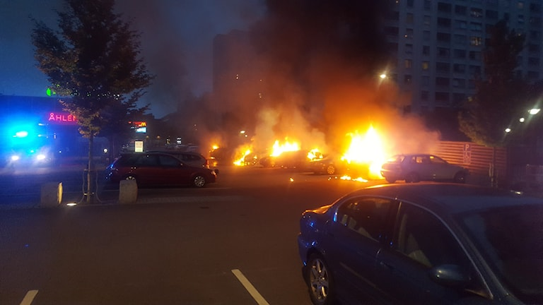 Several cars on fire at a carpark in Gothenburg.
