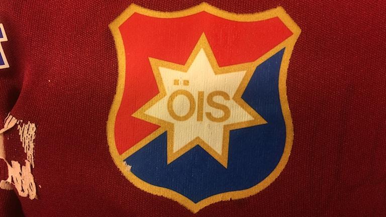 En del av en tröja med ÖIS-märket