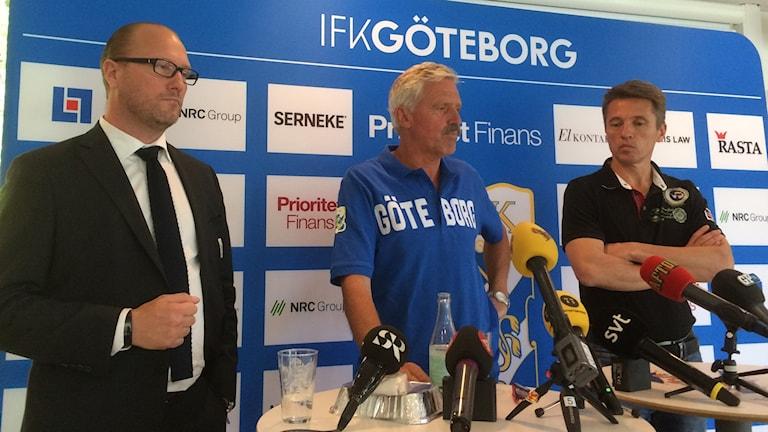 Frank Andersson håller presskonferens