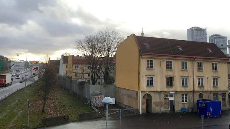 Landshövdingehusen i Gårda ligger alldeles bredvid E6.