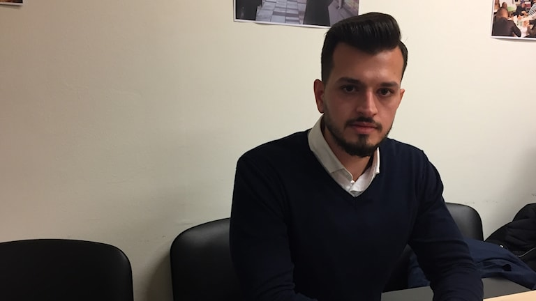 Hesham Abd Alkalek väntar på någonstans att bo.Här i sal för svenskastudier