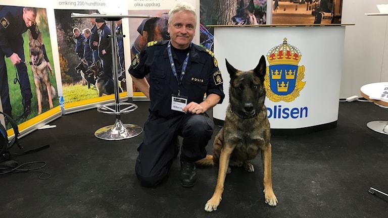 Polisförare Magnus Söderberg med Hunden Kaxe på My Dog