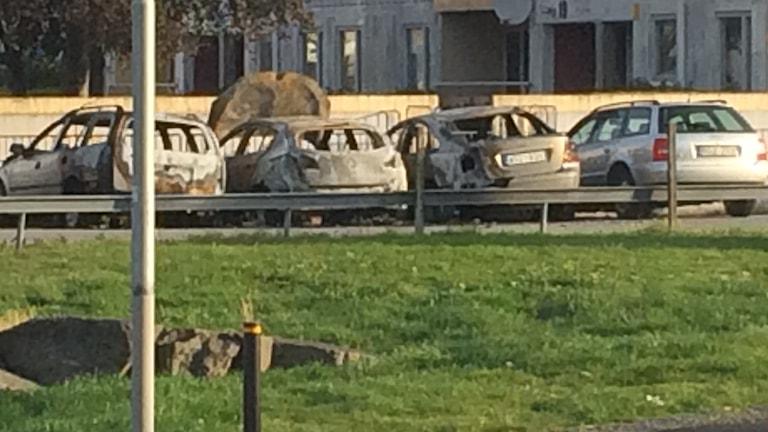 Tre brända bilar på Smaragdgatan i Västra Frölunda