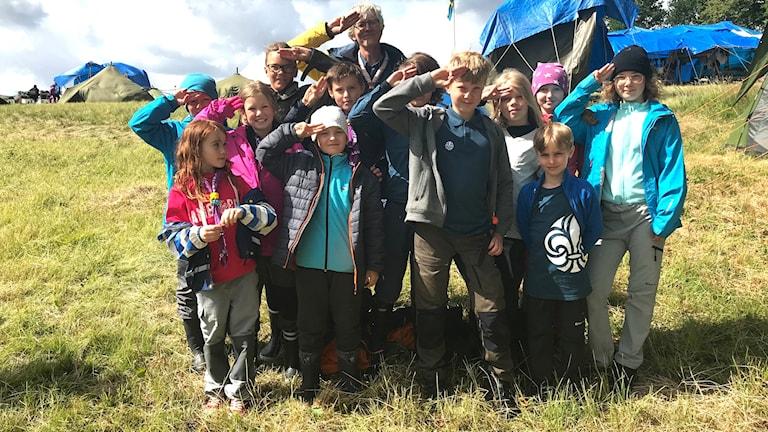 Barn som är med i scouterna