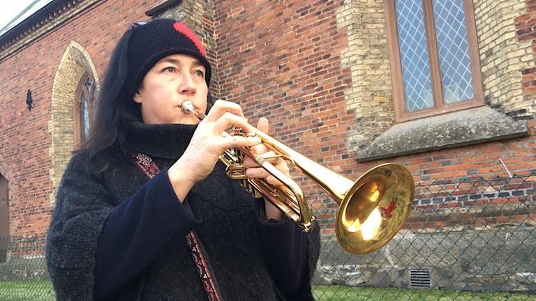 Kvinna med trumpet