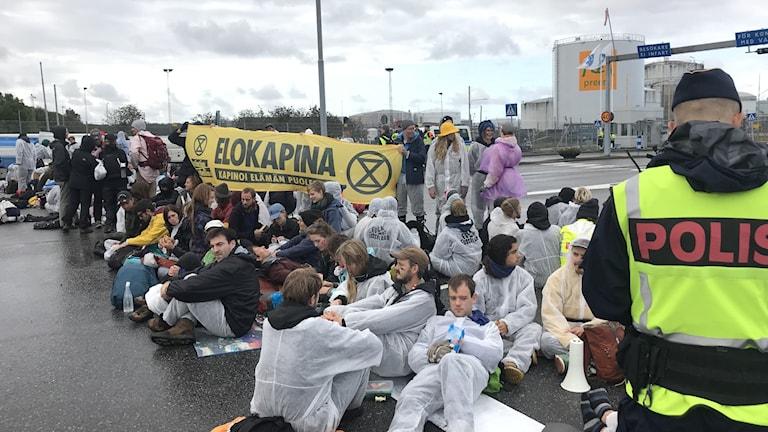 Protesternade vid Skarvikshmanens in- och utfart.