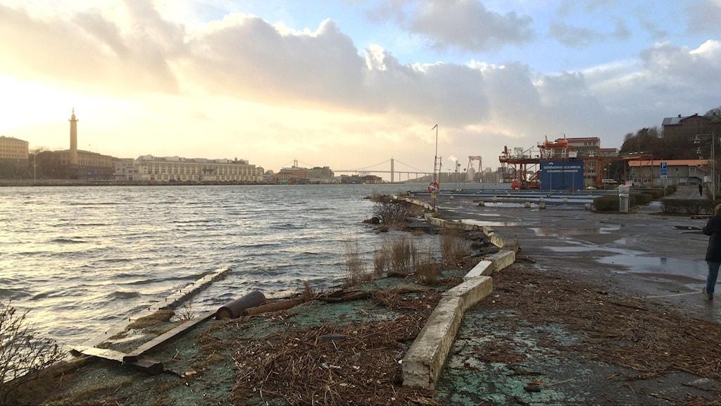 Vattennivån i Göteborgs hamn stiger när vinden pressar in vattnet