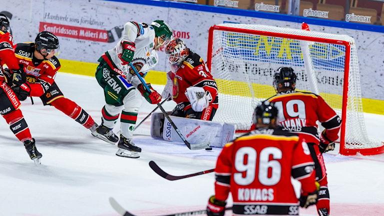 Pathrik Westerholm avgör matchen med sitt 2-3 mål under torsdagens ishockeymatch i SHL mellan Luleå HF och Frölunda HC i Coop Norrbotten Arena.