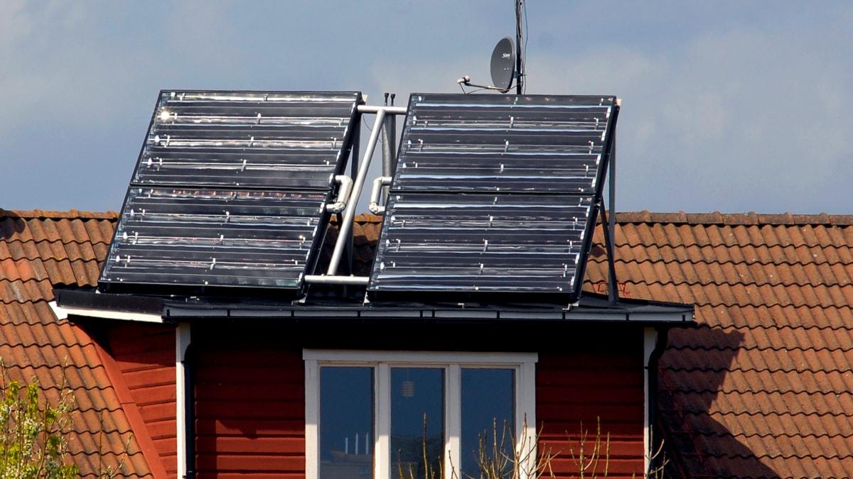 Solceller. FOTO: HASSE HOLMBERG / SCANPIX