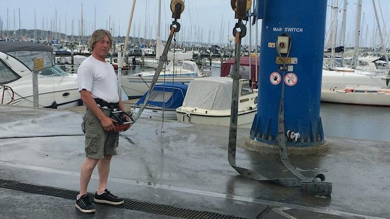 Björn Fingal arbetar i Björlandakile småbåtshamn