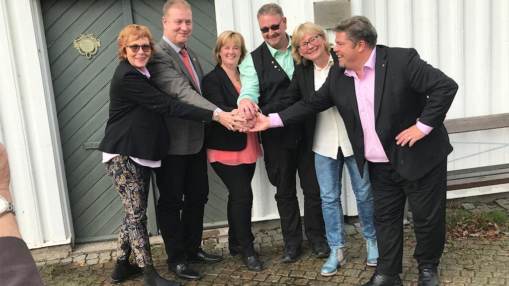 sex glada politiker