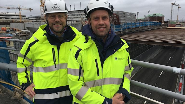 Carl-Anton Holmgren, Trafikkontorets projektchef för Hisingsbron och Robert Landström, en av byggledarna.
