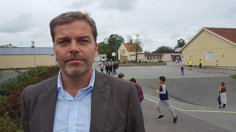George Schedin på skolgården.