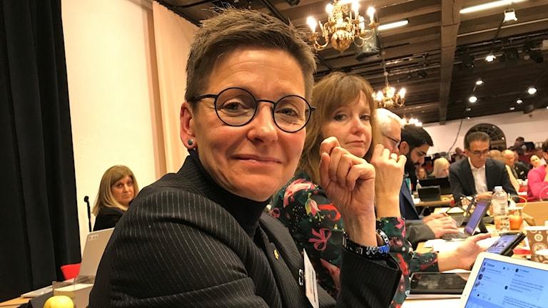 Ann-Sofie Hermansson (S) glad på bild men inte över det nya styret.