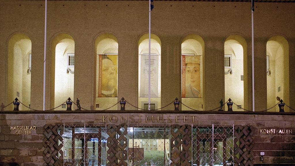Fasaden av, och entren till konstmuseet
