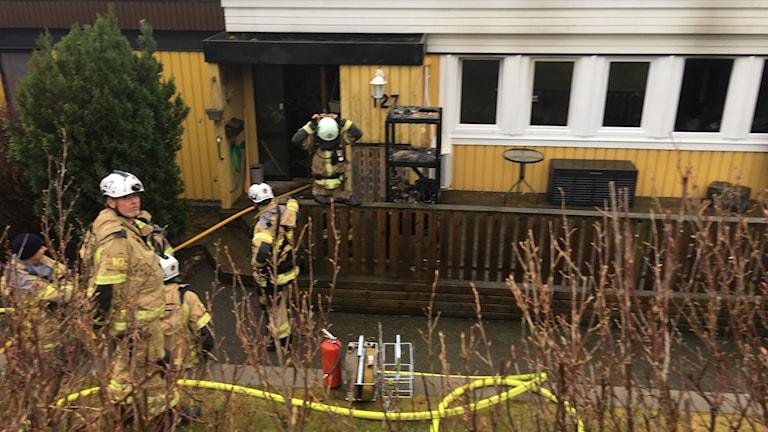 Brand i ett radhus på Hinnebäcksgatan i Tuve