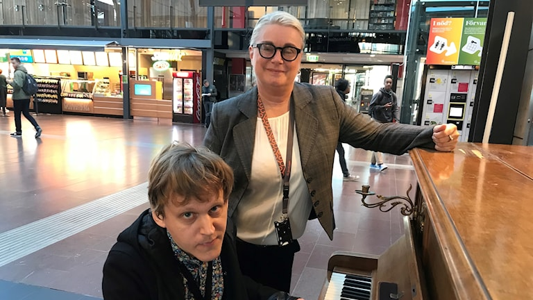 Lill Tinnerholm på Jernhusen och Olle Stenbäck, musiketnolog och forskare vid Centrum för konsumtionsvetenskap i Göteborg.