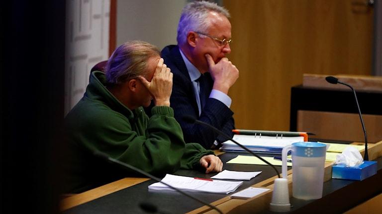 Två män i en rättssal
