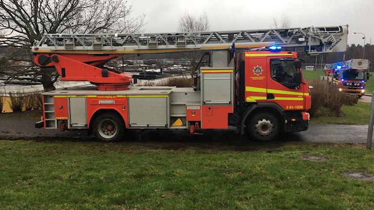En av räddningstjänstens stegbilar.
