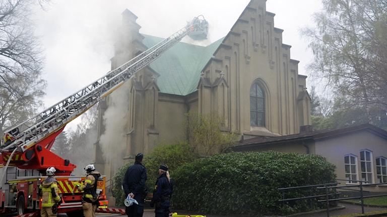 Kapellet vid Östra kyrkogården brinner_2