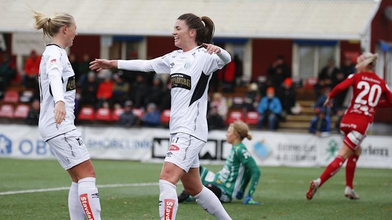 Pauline Hammarlund jublar efter 0-2 målet under lördagens fotbollsmatch i damallsvenskan.